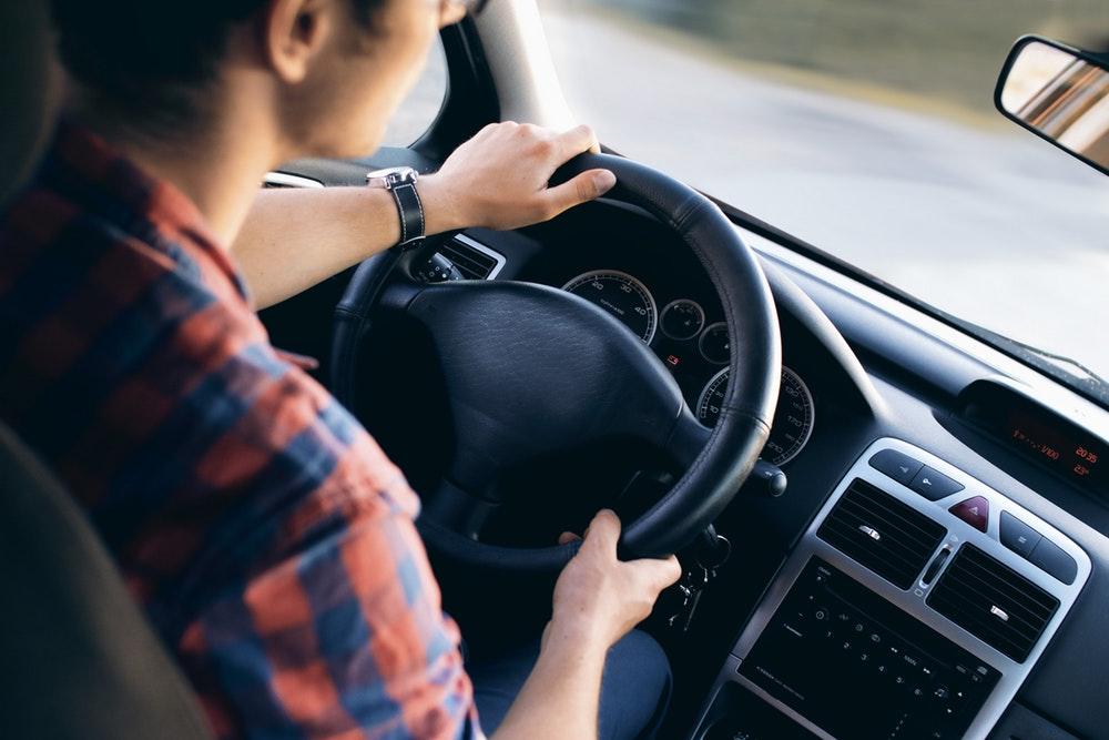 Minder jongeren halen hun rijbewijs